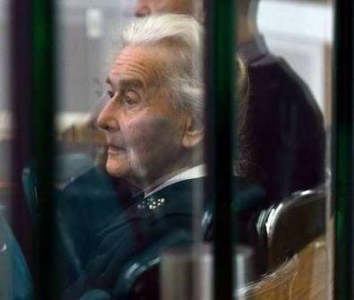 السجن 6 سنوات لمسنّة ألمانية نفت الهولوكوست
