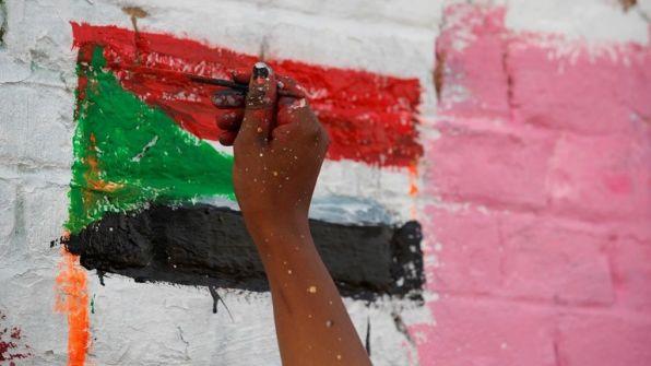 السلطات السودانية تغلق مكتب قناة الجزيرة القطرية وتسحب ترخيص عملها