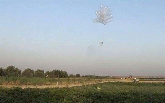 ما بعد الطائرات الورقية.. 'الواقي الذكري' سلاح الفلسطينيين الجديد (صور)
