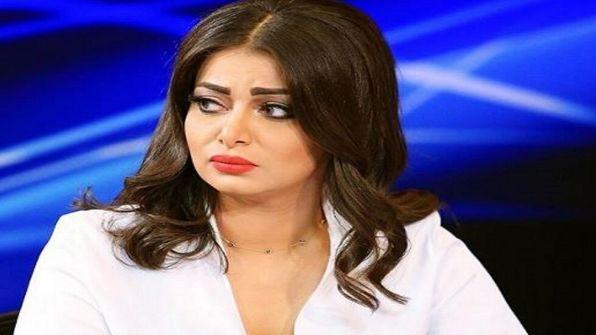 رد فعل غير متوقع من مذيعة عراقية علمت بوفاة أخيها على الهواء (فيديو)