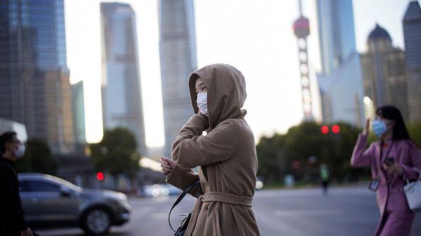 الصين تعلن شفاء 87.9% من مجمل المصابين بفيروس كورونا في البلاد وروسيا تعلن بدء اختبار أول لقاح ضد الفيروس