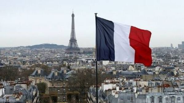 فرنسا لا تستبعد إعادة فرض حظر التجول