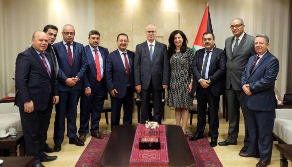 الحمد الله يدعو رجال الاعمال الفلسطينيين في الخارج الى تعزيز الاستثمار في وطنهم