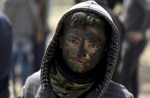 الكاوتشوك لنا والمرايا لنا ليس لهم الا الصمت ....شوقية عروق منصور