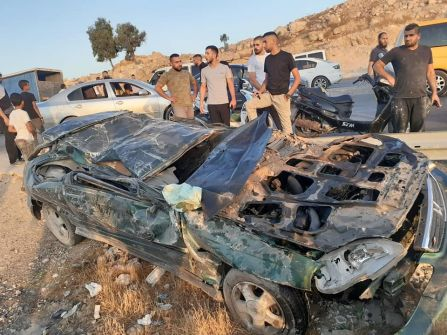 مصرع شابين بحادث سير ذاتي شرقي بلدة العيزرية بالقدس
