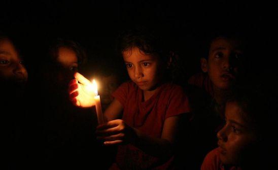 الغزيون و الكهرباء معاناة لا تنتهي....اسامة قدوس