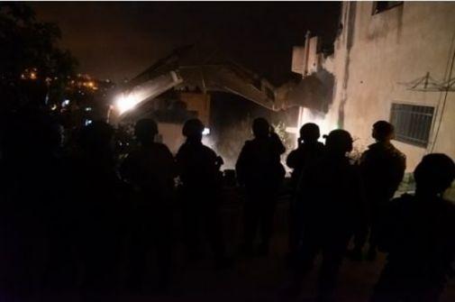 الاحتلال يهدم منزل عائلة الشهيد صالح البرغوثي