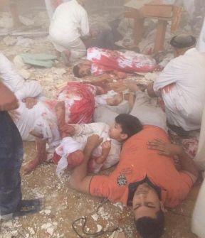 فيديو : عشرات القتلى والجرحى بتفجير انتحاري في مسجد شيعي بالكويت وداعش يتبنى