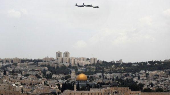 الأوقاف الإسلامية تنظر بخطورة لتحليق 3 طائرات شراعية فوق الأقصى