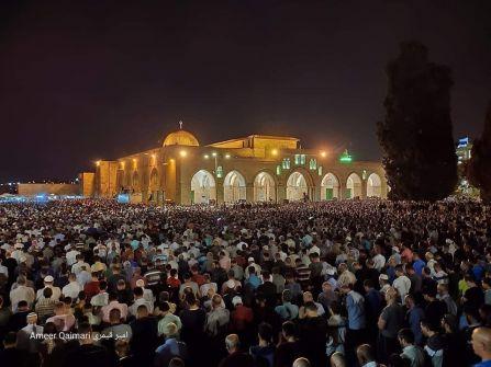 نصف مليون مُصل يحيون ليلة القدر في رحاب المسجد الأقصى
