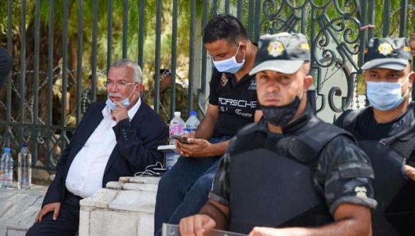 فرض حظر تجول كامل في جميع أنحاء تونس