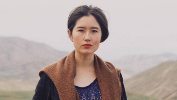 شاهد :صورة 'عارية' لابنة الرئيس القيرغيزي تشعل جدلا بشأن الرضاعة الطبيعية