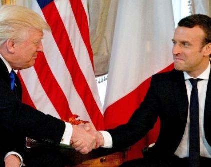 بالفيديو – بعدما تحرش بزوجته لفظياً.. شاهدوا ماذا فعل دونالد ترامب بالرئيس الفرنسي