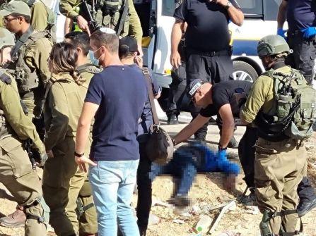 الاحتلال يطلق النار على شاب قرب الخليل