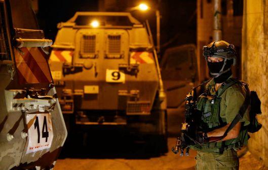 حملات اعتقالات في الضفة والقدس