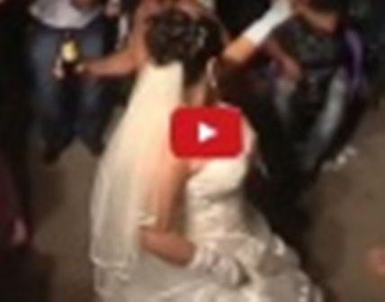 بالفيديو - عروس تحيي حفل زفافها من كثر ما رقصت وتقليد غريب بخلع الملابس!