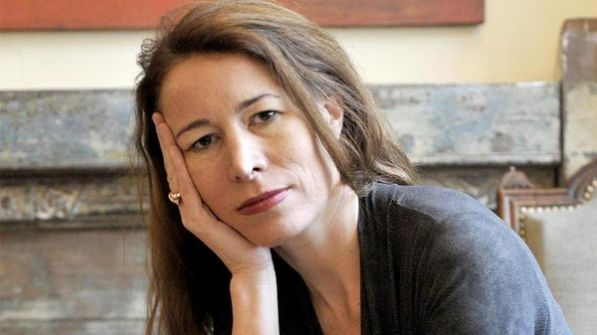 وفاة فيلسوفة فرنسية غرقا بعدما أنقذت أطفالا على الشاطئ