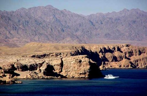 مصر تعلن رسميا: جزيرتا صنافير وتيران تقعان في المياه الإقليمية السعودية