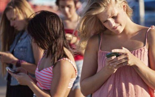 هل نودِّع زمن البطاريات؟ هاتف جديد لا يحتاج إلى شحن وهذا مصدر طاقته