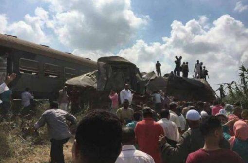 قطار الغلابة يحصد أرواحهم:37 قتيلاً و123 جريحاً في تصادم قطارين شمالي مصر