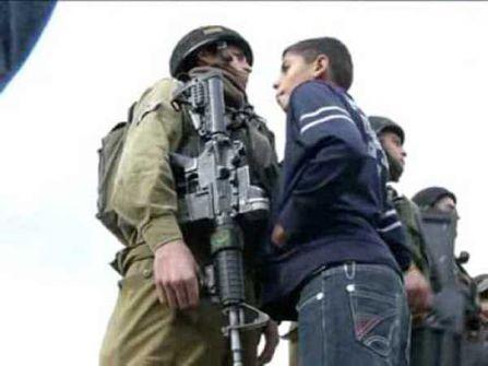 شاهد الفيديو: فتى فلسطيني يصفع جندياً صهيونياً بساحة الأقصى