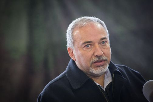 ليبرمان يعرض صفقة على حماس لتنمية غزة واعادة اعمارها وبناء مطار وعلاقات تعاون