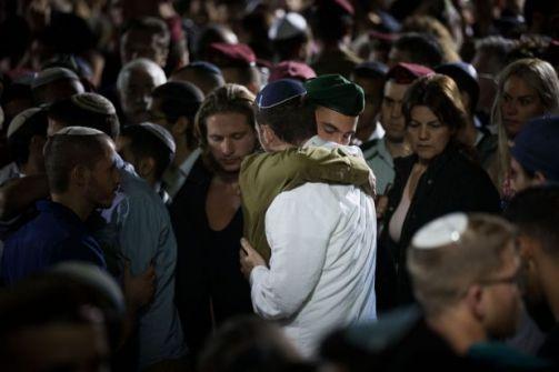 دفن مستعرب اسرائيلي قتل في عملية مباشرة مع الفلسطينيين في مخيم الامعري