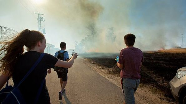 احتجاج إيموجي النار في إسرائيل ينتشر كالنار في الهشيم ..وسكان المستوطنات يعتبرون الطائرات الورقية مصيبة