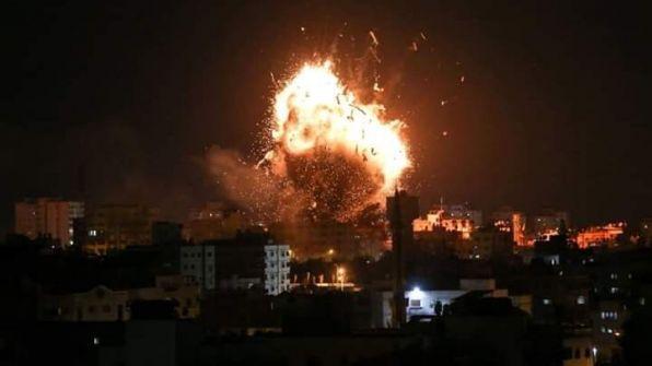 طيران الاحتلال يقصف عدة مواقع في قطاع غزة ويتسبب بأضرار جسيمة بالمنازل والممتلكات