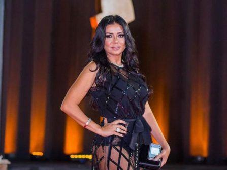 شاهد الفيديو والصور: البرلمان المصري يتدخل ..وهكذا بررت رانيا يوسف ظهور مؤخرتها بمهرجان القاهرة السينمائي!