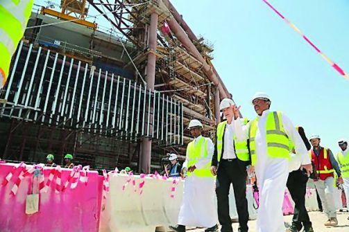الغارديان: شبح البريطاني كوكس يهدد مونديال قطر