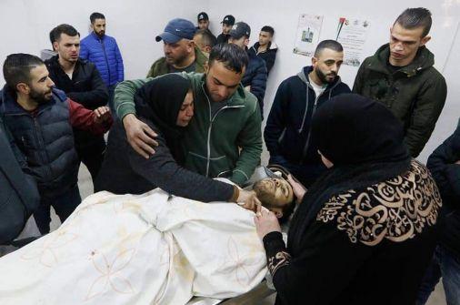 فيديو: والدة شهيد قلنديا: 'بقيت بدي أشوفك عريس يما'
