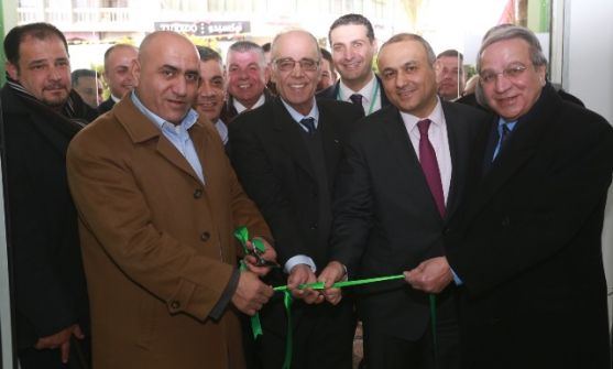 شركة 'جوال'تفتتح معرض وسط البلد في المجمع التجاري لمدينة نابلس