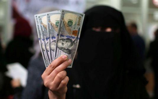 القناة العاشرة : قطر ستحول الأموال الى موظفي حماس في غزة الخميس بشرط عدم تصعيد الاوضاع