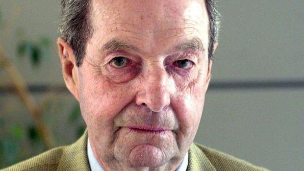وفاة «غاي هاميلتون» مخرج أفلام جيمس بوند