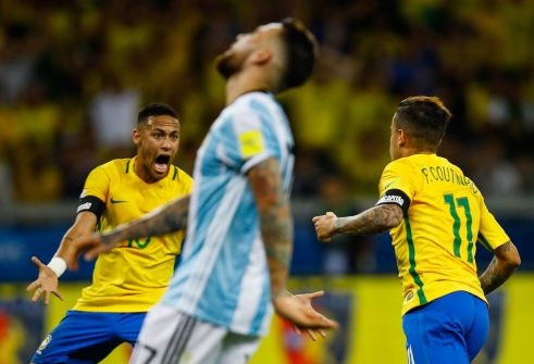 ميسي يطالب جماهير الأرجنتين بالصبر بعد ثلاثية البرازيل