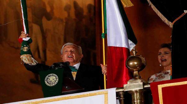 كورونا يجبر رئيس دولة على الاحتفال بعيد استقلال بلده مع قرينته فقط