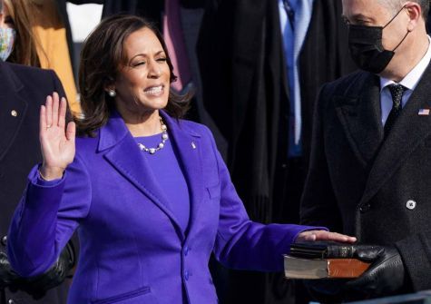 كامالا هاريس تؤدي اليمين الدستورية كأول نائبة للرئيس الأمريكي