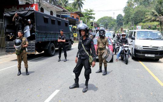 بعد التفجيرات الارهابية: سريلانكا تدعو المساجد والكنائس لعدم إقامة الصلوات لأسباب أمنية