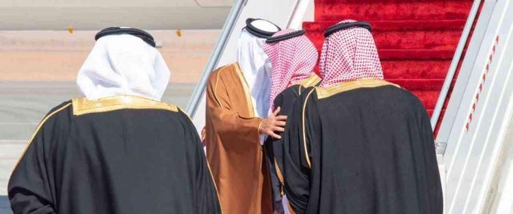 عناق تاريخي بين محمد بن سلمان وأمير قطر