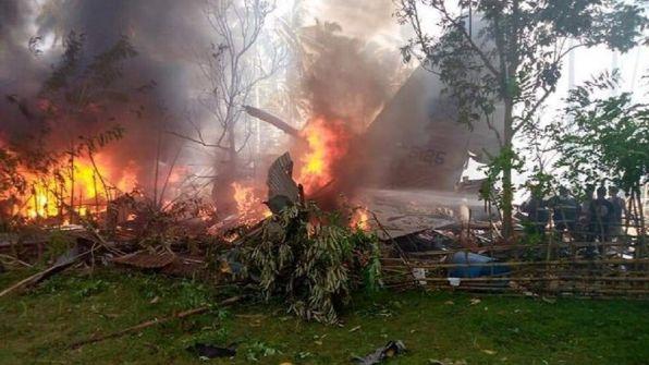 تحطم طائرة عسكرية فلبينية على متنها 85 شخصا ومقتل ستة إثر تحطم طائرة خاصة في هايتي