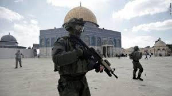 الاحتلال يحول القدس الى ثكنة عسكرية في الجمعة الثالثة من رمضان