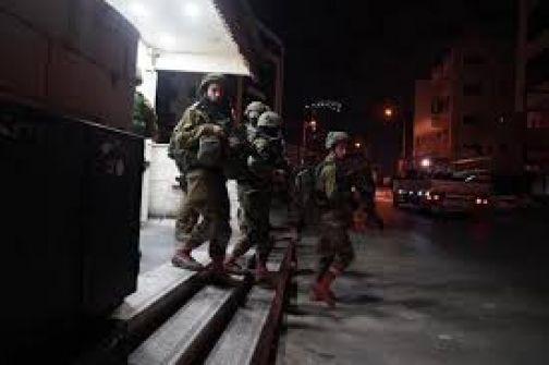 الاحتلال يعتقل 12 مواطناً فجر اليوم