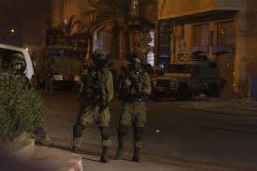 اعتقالات في الضفة وقوات الاحتلال تزعم العثور على سلاح