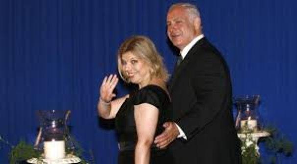 فضحية جديدة: سارة نتنياهو تحاول اقتحام قمرة قيادة الطائرة لتوبيخ القائد لعدم ترحيبه بها