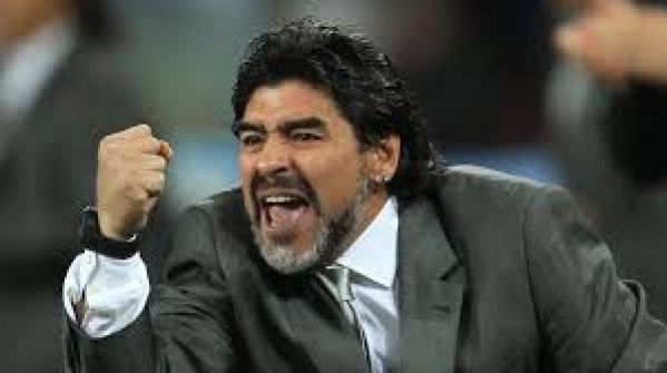 مارادونا ينعت رئيس الفيفا الجديد بالخائن