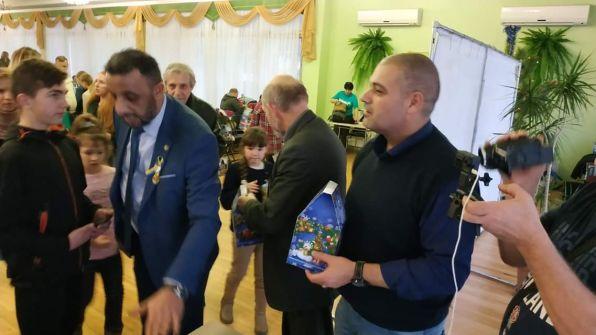 بالصور :  بمناسبة عيد الميلاد المجيد .. جمعية الصداقة الفلسطينية - الأوكرانية تشارك في رسم البسمة على وجوه الأطفال