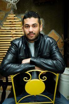 عمر عمارة يحصد آلاف المتابعين بنصوصه الأدبية بالرغم من سياسة إنستغرام