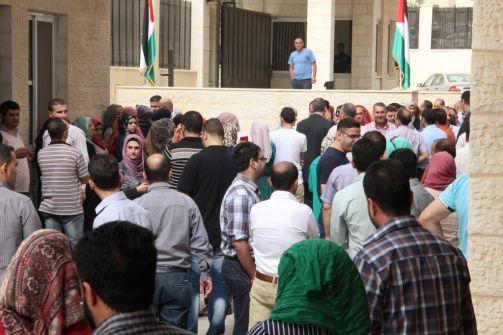 وزارة المالية ترفع العلم الفلسطيني فوق مبنى الوزارة  وتؤكد على دعمها لخطوات الرئيس محمود عباس