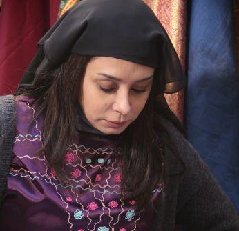 كاريس بشّار تسجل مشاهدها الأولى في 'خاتون' بدور 'زمرّد'